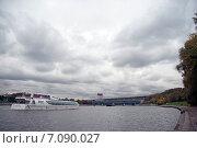 Купить «Современный прогулочный катер. Москва-река», эксклюзивное фото № 7090027, снято 27 мая 2020 г. (c) Svet / Фотобанк Лори