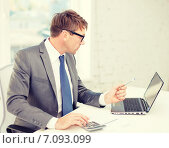 Купить «businessman with computer, papers and calculator», фото № 7093099, снято 3 октября 2013 г. (c) Syda Productions / Фотобанк Лори