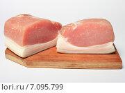 Два куска сырокопченого мяса, бекон на деревянной доске. Стоковое фото, фотограф Яна Королёва / Фотобанк Лори