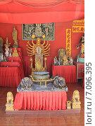 Купить «Статуи в Храме Большого Будды, Пхукет, Таиланд», фото № 7096395, снято 20 февраля 2015 г. (c) Алексей Сварцов / Фотобанк Лори