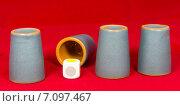 Купить «Игра в наперстки, стаканчики, игральные кубики», фото № 7097467, снято 15 февраля 2015 г. (c) Юрий Сушок / Фотобанк Лори