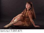 Купить «Красивая девушка в золотом платье», фото № 7097871, снято 17 ноября 2010 г. (c) Мария Разумная / Фотобанк Лори