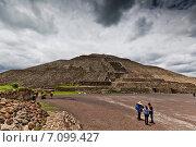Пирамида Солнца, Теотиуакан, Мексика (2014 год). Стоковое фото, фотограф Борис Ветшев / Фотобанк Лори