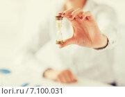 Купить «woman hand with sandglass», фото № 7100031, снято 24 апреля 2013 г. (c) Syda Productions / Фотобанк Лори