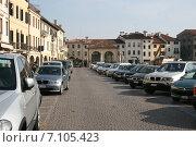 Купить «Парковка машин в итальянском городе», фото № 7105423, снято 30 марта 2007 г. (c) Робул Дмитрий / Фотобанк Лори