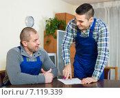 Two male workers reading documents. Стоковое фото, фотограф Яков Филимонов / Фотобанк Лори