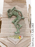 Купить «Памятник жертвам концентрационного лагеря Маутхаузен на кладбище Пер-Лашез (Pere Lachaise) в Париже, Франция», фото № 7120343, снято 21 февраля 2015 г. (c) Иван Марчук / Фотобанк Лори