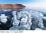 Купить «Байкал. Красивый синий лед с круглыми слоями пузырей донных газов», фото № 7122047, снято 14 марта 2015 г. (c) Виктория Катьянова / Фотобанк Лори