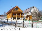 Купить «Современные дачные домики», эксклюзивное фото № 7122443, снято 14 марта 2015 г. (c) Елена Коромыслова / Фотобанк Лори