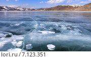 Купить «Байкал. Красивый вид бухты с гладким синим льдом в солнечный день», видеоролик № 7123351, снято 14 марта 2015 г. (c) Виктория Катьянова / Фотобанк Лори