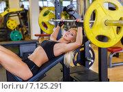 Купить «Sports woman in the gym.», фото № 7125291, снято 30 августа 2014 г. (c) Мельников Дмитрий / Фотобанк Лори