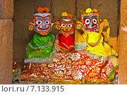 Купить «Алтарь Джаганнатха, Баладева и Субхадры в небольшом храме в Бхубанешваре», фото № 7133915, снято 26 января 2015 г. (c) Вячеслав Беляев / Фотобанк Лори
