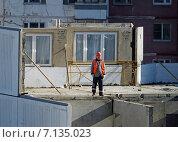Купить «Строительство жилого дома. Недостроенные комнаты на этаже. Фрагмент», эксклюзивное фото № 7135023, снято 17 марта 2015 г. (c) Александр Замараев / Фотобанк Лори