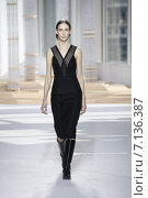Купить «NEW YORK, NY - FEBRUARY 18: A model walks the runway at the Boss Womens fashion show during Mercedes-Benz Fashion Week Fall on February 18, 2015 in NYC.», фото № 7136387, снято 18 февраля 2015 г. (c) Anton Oparin / Фотобанк Лори