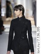 Купить «NEW YORK, NY - FEBRUARY 18: A model walks the runway at the Boss Womens fashion show during Mercedes-Benz Fashion Week Fall on February 18, 2015 in NYC.», фото № 7136395, снято 18 февраля 2015 г. (c) Anton Oparin / Фотобанк Лори
