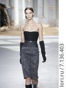 Купить «NEW YORK, NY - FEBRUARY 18: A model walks the runway at the Boss Womens fashion show during Mercedes-Benz Fashion Week Fall on February 18, 2015 in NYC.», фото № 7136403, снято 18 февраля 2015 г. (c) Anton Oparin / Фотобанк Лори