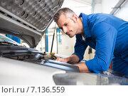 Купить «Mechanic examining under hood of car», фото № 7136559, снято 4 октября 2014 г. (c) Wavebreak Media / Фотобанк Лори