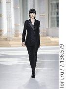 Купить «NEW YORK, NY - FEBRUARY 18: A model walks the runway at the Boss Womens fashion show during Mercedes-Benz Fashion Week Fall on February 18, 2015 in NYC.», фото № 7136579, снято 18 февраля 2015 г. (c) Anton Oparin / Фотобанк Лори