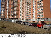 Купить «Семнадцатиэтажный четырёхподъездный панельный жилой дом серии П-44Т. Челобитьевское шоссе, 12, корпус 2. 1-й микрорайон района Северный. Москва», эксклюзивное фото № 7148843, снято 18 марта 2015 г. (c) lana1501 / Фотобанк Лори