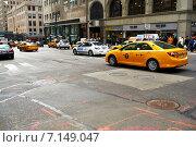 Купить «Yellow taxi at street», фото № 7149047, снято 27 марта 2014 г. (c) Николай Охитин / Фотобанк Лори