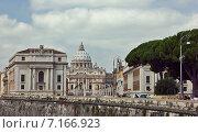 Вид на купол Собора Святого Петра в Риме, Италия (2014 год). Редакционное фото, фотограф Vladimir Oboliaev / Фотобанк Лори