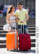 Купить «Nice young travellers finding path with smartphone», фото № 7169727, снято 11 июня 2014 г. (c) Яков Филимонов / Фотобанк Лори