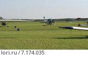 Авиашоу, самолеты. Стоковое видео, видеограф R.I.Production / Фотобанк Лори