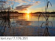 Рассвет над озером. Стоковое фото, фотограф Ильгиз Хабибулин / Фотобанк Лори