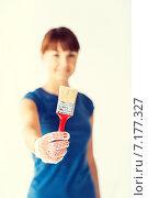 Купить «woman with paintbrush», фото № 7177327, снято 29 мая 2013 г. (c) Syda Productions / Фотобанк Лори