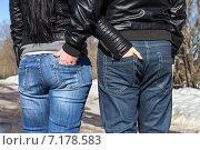 Влюбленная пара на прогулке. Стоковое фото, фотограф Сафонова Елена / Фотобанк Лори