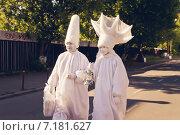 Люди в маскарадных костюмах на улице. Мимы в гриме. (2014 год). Редакционное фото, фотограф Моисеева Ирина / Фотобанк Лори