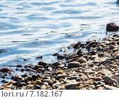 Каменный берег. вода, фон. Стоковое фото, фотограф Илья Алексеев / Фотобанк Лори