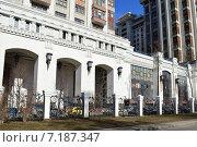 Купить «Жилой комплекс «Триумф-Палас». Высотный тринадцатиподъездный монолитный жилой дом переменной этажности, от 17 до 57 этажей. Чапаевский переулок, 3. Москва», эксклюзивное фото № 7187347, снято 10 марта 2015 г. (c) lana1501 / Фотобанк Лори