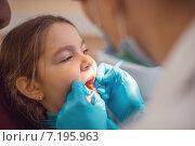 Купить «Милая девочка на приеме у стоматолога», фото № 7195963, снято 13 января 2015 г. (c) Олег Шеломенцев / Фотобанк Лори