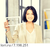 Купить «businesswoman holding hourglass», фото № 7198251, снято 7 апреля 2012 г. (c) Syda Productions / Фотобанк Лори