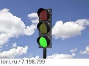 Купить «Светофор на фоне неба с облаками. 3д-модель», эксклюзивная иллюстрация № 7198799 (c) Виктор Тараканов / Фотобанк Лори