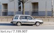 Купить «Старый легковой автомобиль Toyota», фото № 7199907, снято 22 мая 2019 г. (c) Vladimir Sviridenko / Фотобанк Лори