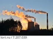 Дымящие трубы на рассвете. Стоковое фото, фотограф Ильгиз Хабибулин / Фотобанк Лори