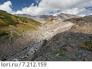 Летний вид на вулкан Дзензур — действующий вулкан полуострова Камчатка (2014 год). Стоковое фото, фотограф А. А. Пирагис / Фотобанк Лори