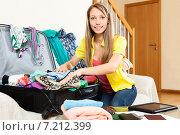 Купить «woman trying packs big suitcase», фото № 7212399, снято 21 апреля 2014 г. (c) Яков Филимонов / Фотобанк Лори