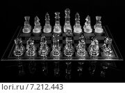 Шахматная позиция. Стеклянные фигуры на доске. Стоковое фото, фотограф Андрей Колабухин / Фотобанк Лори