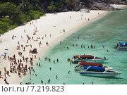 Купить «Отдыхающие на пляже одного из Симиланских островов. Таиланд», фото № 7219823, снято 27 февраля 2015 г. (c) Александр Романов / Фотобанк Лори