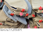 Солдатские пилотки со звездой. Стоковое фото, фотограф Наталья Уварова / Фотобанк Лори