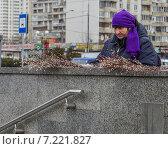 Купить «Продажа вербы у подземного перехода», эксклюзивное фото № 7221827, снято 4 апреля 2015 г. (c) Виктор Тараканов / Фотобанк Лори