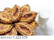 Купить «Карельские и финские пирожки с картофелем», фото № 7222579, снято 9 февраля 2013 г. (c) Dorokhova Tatiana / Фотобанк Лори