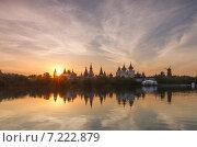 Купить «Летний пейзаж с кремлём на закате с интересным небом на Серебряно-Виноградном пруду в Измайлово, Москва», фото № 7222879, снято 7 июня 2014 г. (c) Горшков Игорь / Фотобанк Лори
