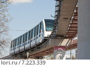 Купить «Поезд Московской монорельсовой транспортной системы в районе ВДНХ», эксклюзивное фото № 7223339, снято 2 мая 2013 г. (c) Алёшина Оксана / Фотобанк Лори