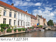 Купить «Canal and old houses in Bruges (Brugge) Belgium.», фото № 7227591, снято 22 октября 2019 г. (c) BE&W Photo / Фотобанк Лори