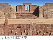 bolivia - tiwanaku, an important pre-columbian archaeological siteBolivia, Tiwanaku, Temple Kalasasaya, an Important pre Columbian Archaeological Site. Стоковое фото, агентство BE&W Photo / Фотобанк Лори
