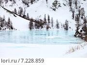 Купить «Верховья реки Иркут ранней весной. Проталины с чистой голубой водой на льду», фото № 7228859, снято 28 марта 2015 г. (c) Виктория Катьянова / Фотобанк Лори